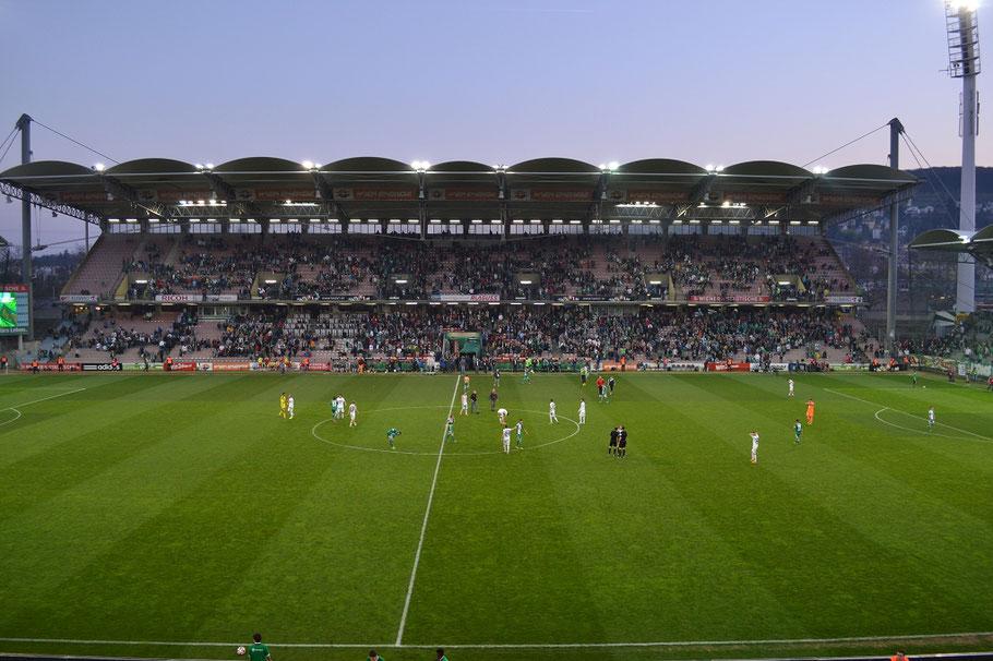 Gerhard-Hanappi-Stadion Haupttribüne Flutlicht