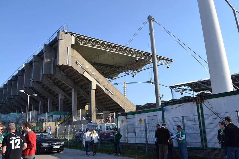 Gerhard-Hanappi-Stadion Alt von außen