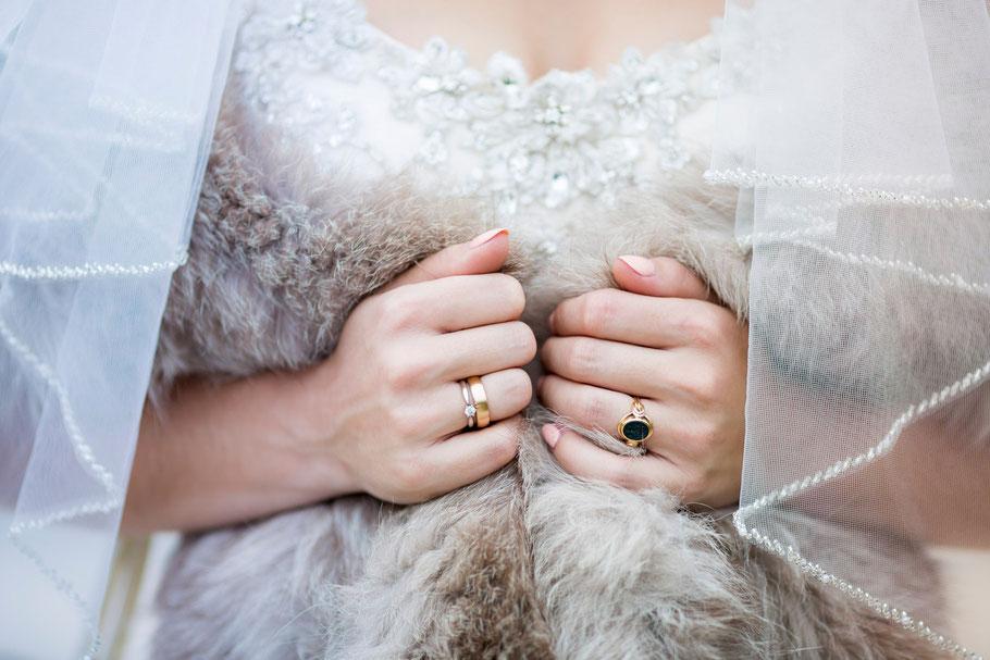 Maggiesottero-weddingdress-photo Hochzeitsfotograf-Schleswig-Holstein-Bundesweit Hochzeitsfotografin-Hochzeitsfotos-Reportage Anna-Sophie Rönsch wedding-SamtweissundBling