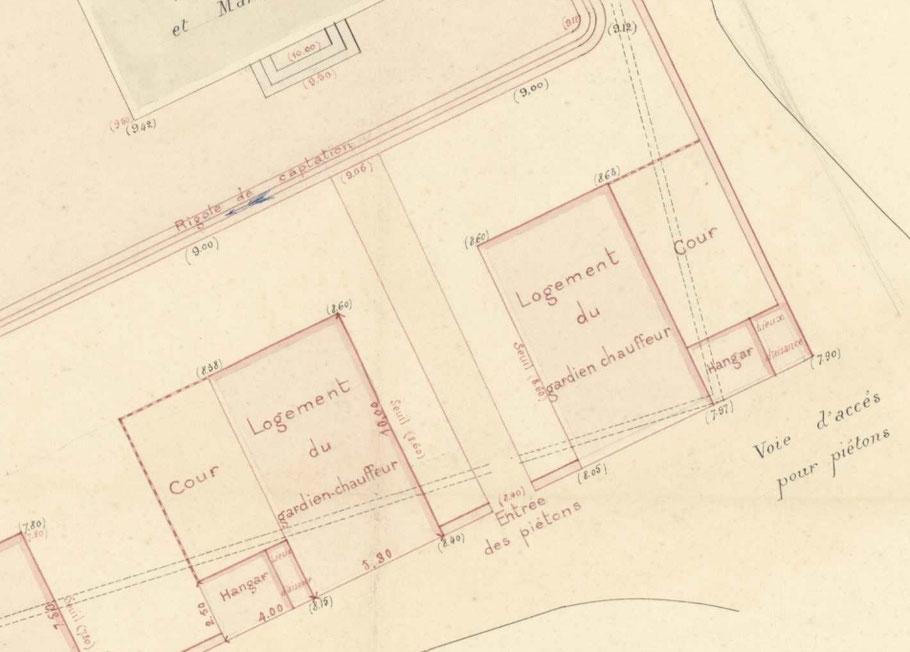 Deux logements sont construit formant une belle entrée symétrique