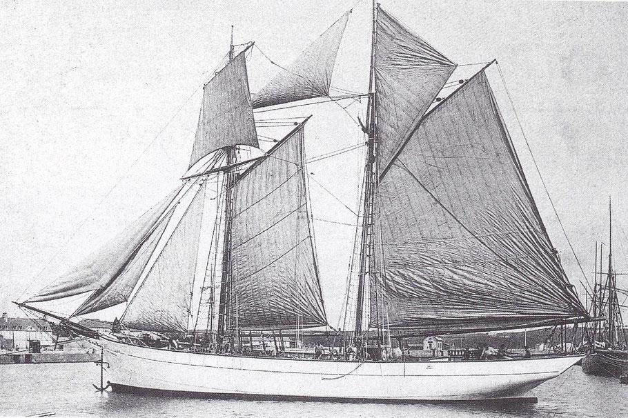 Goélette Islandaise typique photographiée dans le bassin de Paimpol vers 1913 le type est a son apogée avec des goélettes de 35 m de long