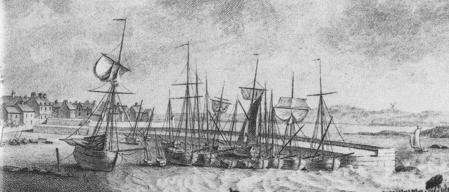 Détail de la gravure de Pierre Ozanne du port de Roscoff vers 1780, le St Jean Baptiste et la Prudente Marie sont comme ces sloups amarrés à couple au bout du vieux mole de Roscoff