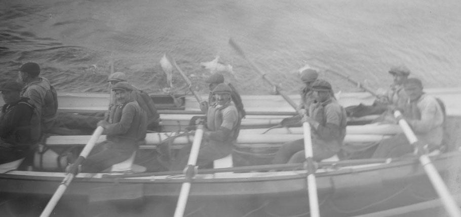 Les 10 canotiers aux avirons