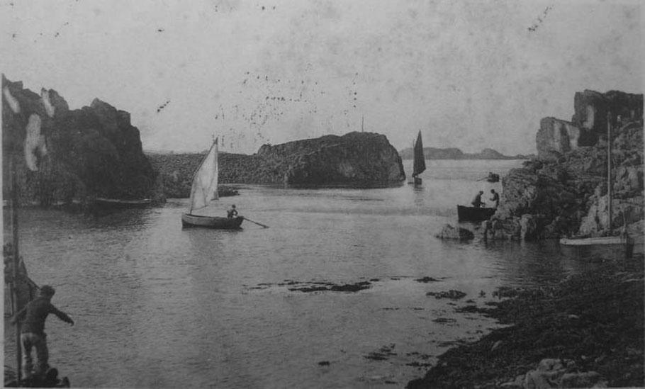 Les petits canots du port de Loguivy, la misaine est souvent associée à la godille