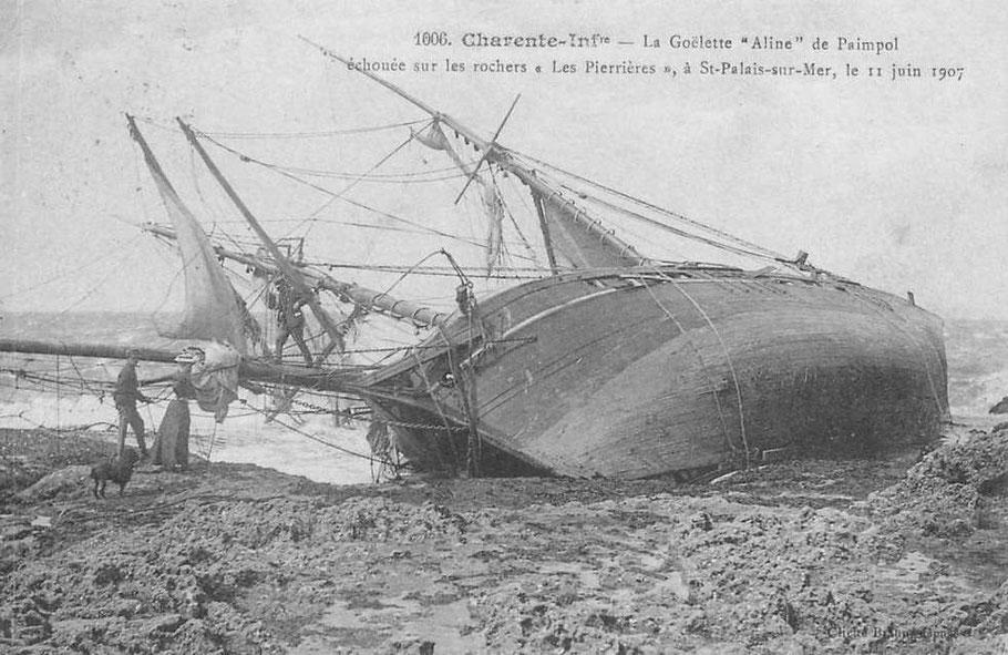 L'épave de la goélette Aline à basse-mer, les formes de cette goélette son assez fines, les navires chasseurs étaient choisis parmi les meilleurs marcheurs