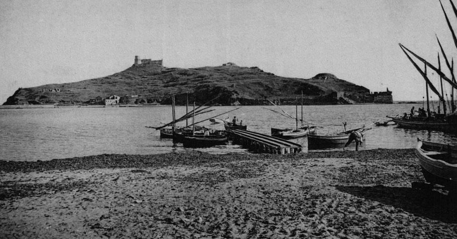 L'île de Tabarca très proche du continent  était  plus place militaire avec des fortifications construites à diférentes époque, les bateaux de pêche locaux ont un gréement latin
