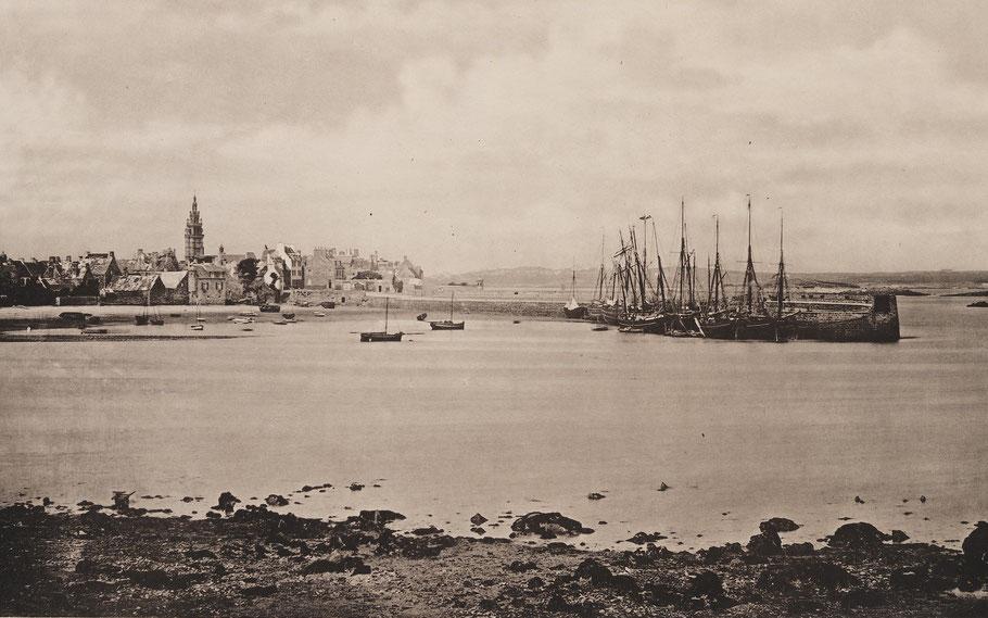 Roscoff en 1867, photo de Duclos dans les travaux public de la France, l'activité du port est principalement autour du quai, la pêche à Roscoff se développera plus tard avec l'arrivée du chemin de fer