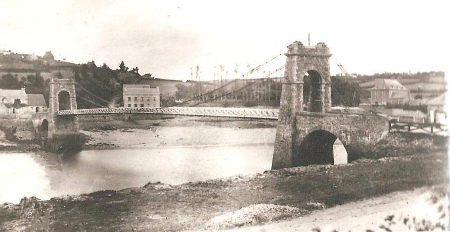 Le premier pont Canada 1834 1885, à basse mer vu de la rive de Tréguier (cliché Janvier Tréguier)