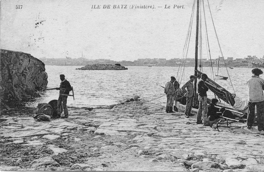 Aujourd'hui comme hier, à l'époque des traversées à la voile la cale de l'île aux Moutons est importante pour les iliens, les bateliers utilisent les ancres à jas pour la cale
