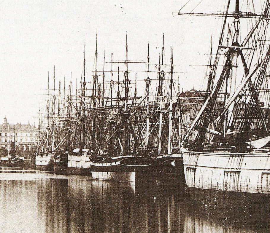 Navires au bassin du Commerce au Havre vers 1865, on comprend bien les risques de propagation d'un incendie entre des navires (Coll. privée)