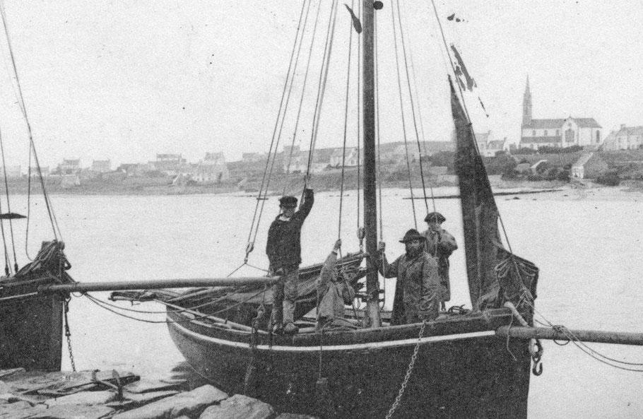 Sloops de passage à l'ile au mouton vers 1900.