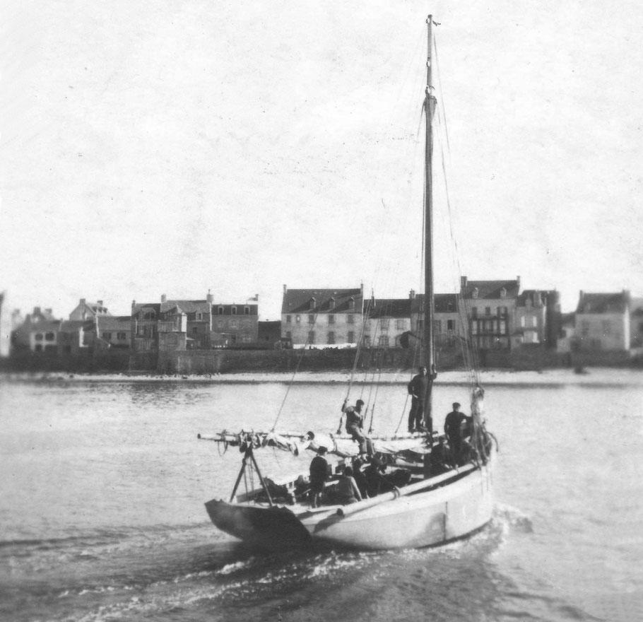 L'Ariel II, cordier de Roscoff motorisé construit vers 1924 chez Kerenfors, le dernier grand cordier à voute de Roscoff