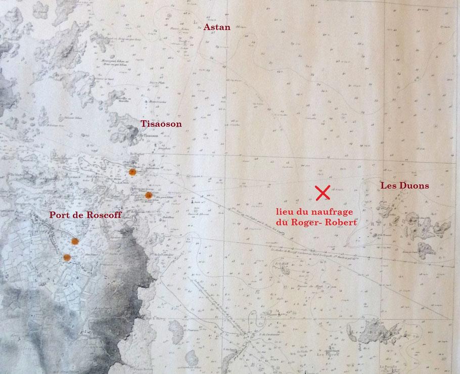Extrait de la carte marine de 1924, le dundée Roger-Robert en feu coule  dans l'Est du port de Rosscoff