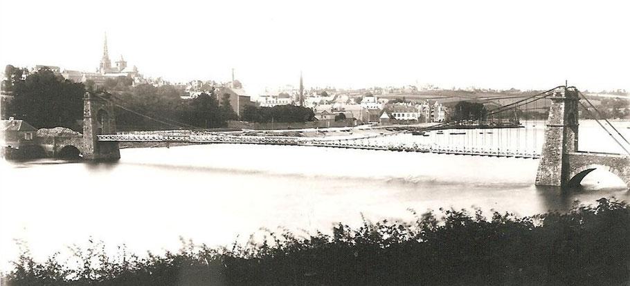Le premier pont Canada sur le Jaudy 1834 1885, au second plan le port et la ville de Tréguier (cliché Janvier Tréguier)