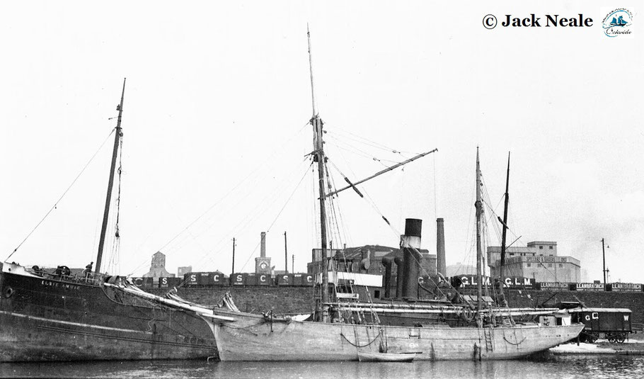 Le 12 avril 1937, le  dundée Roger Robert  au West Dock de Cardiff  amarré à couple du cargo  Elsie Annie  (photo Jack Neale)