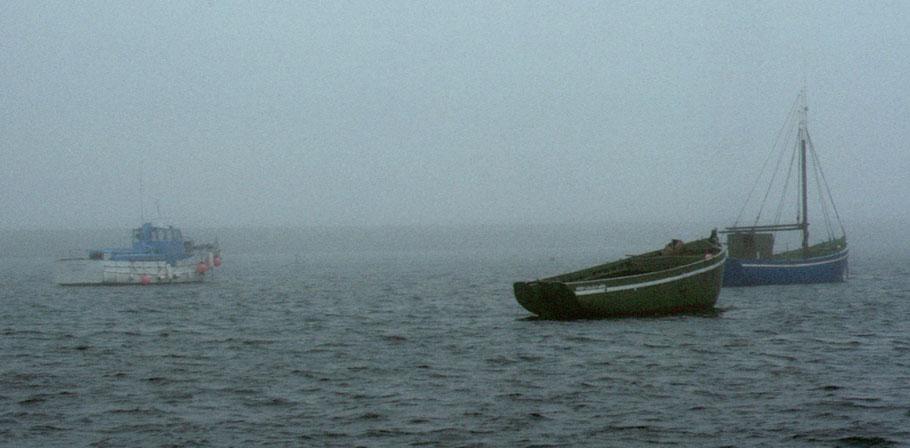 Trois bateaux du patrimoine ilien au mouillage à l'île au Moutons vers 1979  La vedette Santez Anna,  le bateau de passage et de transport l'Espérance et le Pirate, ils étaient tous les trois en activité  (Coll. personnelle)