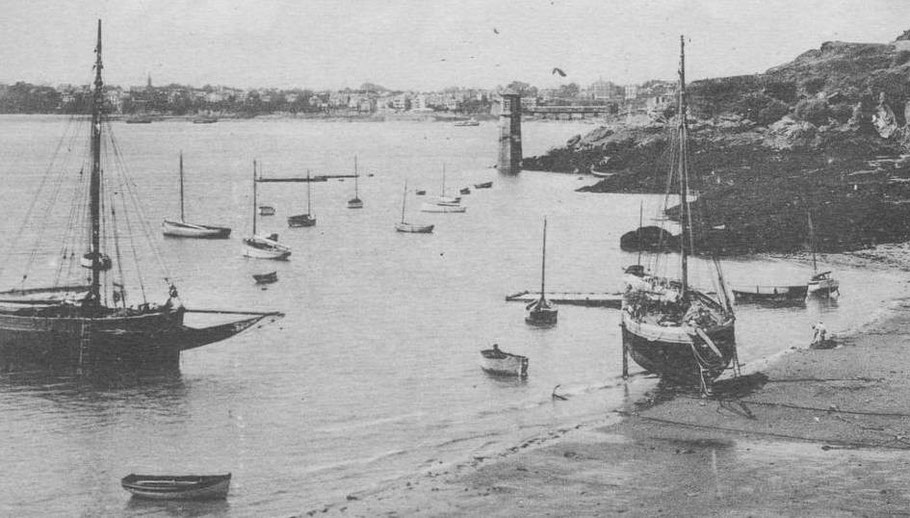Sur cette suite de trois photos, prises le même jour, la marée descend dans l'anse du port Saint-Père