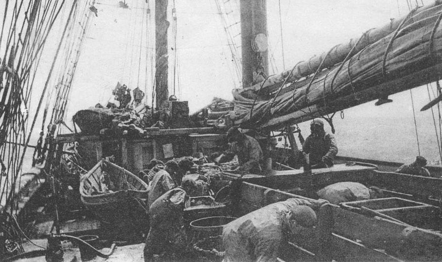 Saint-Malo armait également des goélettes franches pour Terre-Neuve, comme celle-ci-dessus., plus petite elles avaient moins d'hommes d'équipage que les trois-mâts goélette. Souvent construites en résineux au Canada elle vieillisaient rapidement.