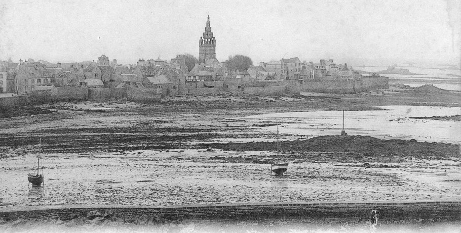 Les mouillages à l'extérieur du port de Roscoff avant la construction du second bassin, l'Alphonsine était mouillée sur une bouée par la