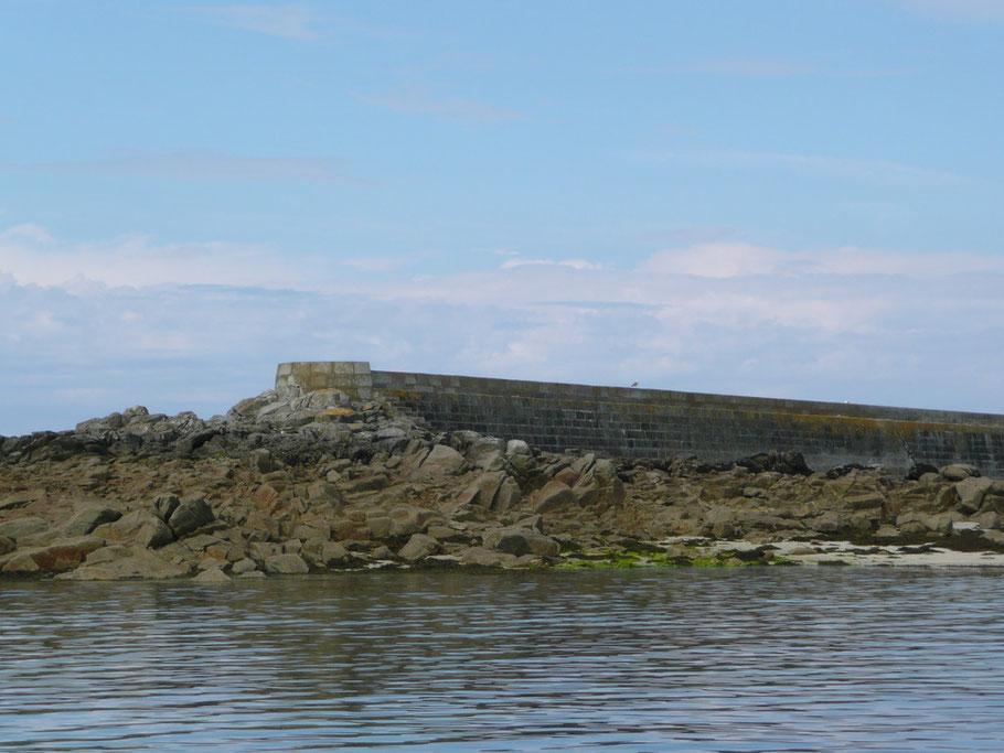 Le musoir du mole sur le rocher de Malvoc'h