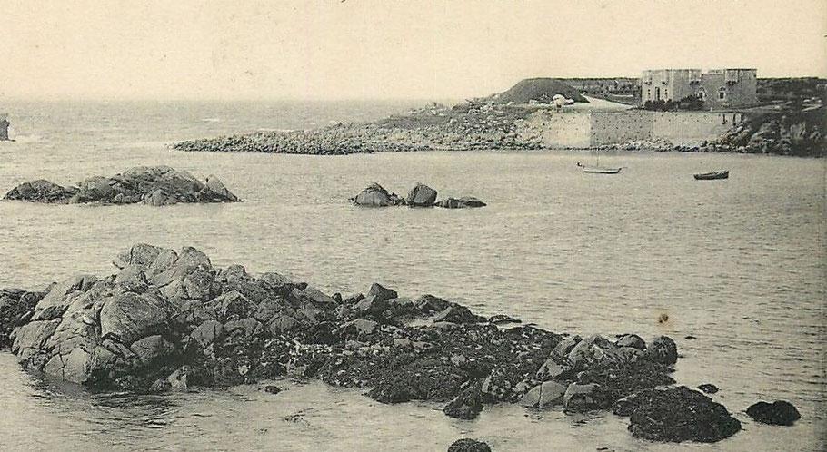 Le fort de 1862 photographié vers 1900, il aurait été utilisé dans les années 30 comme « usine » de transformation de la soude de goémon
