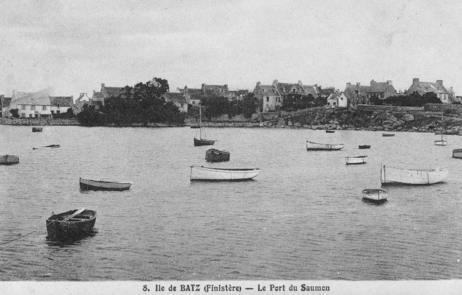 Sur plusieurs cartes postales anciennes, on relève la forme française « port du saumon ».