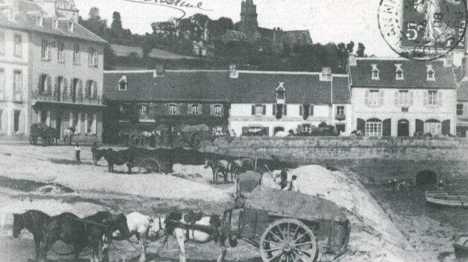 Lannion vers 1910, les agriculteurs viennent chercher du maërl, pour leur champs, le fort tombereau est attelé avec 5 chevaux, Lannion ville de fond d'estuaire est dans une vallée et les routes peuvent être raides pour aller vers la campagne