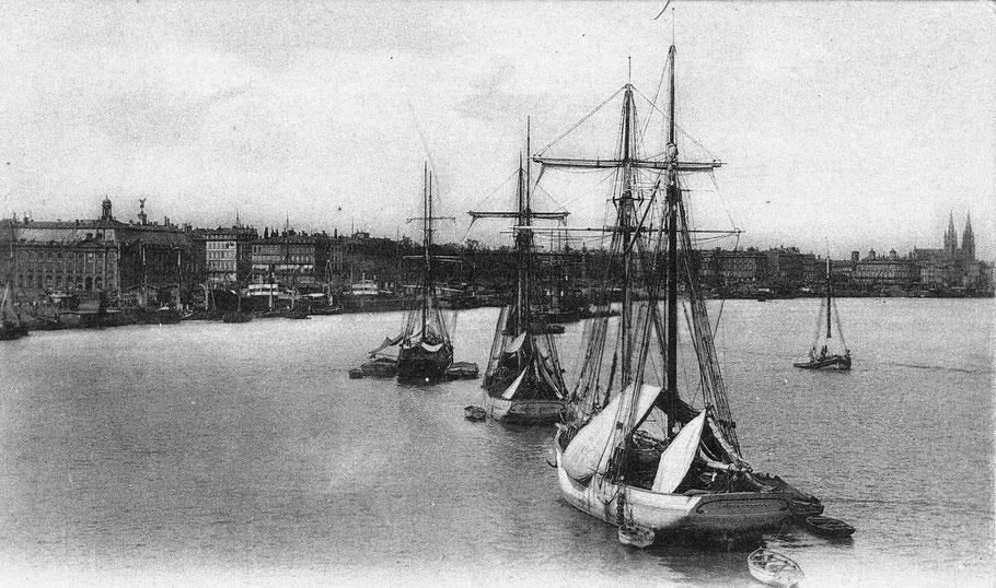 Les goélettes « chasseur »  allaient livrée la première pêche de morue d'Islande et de Terre-Neuve à Bordeaux, ici deux goélettes paimpolaise coques blanches et hunier à rouleau
