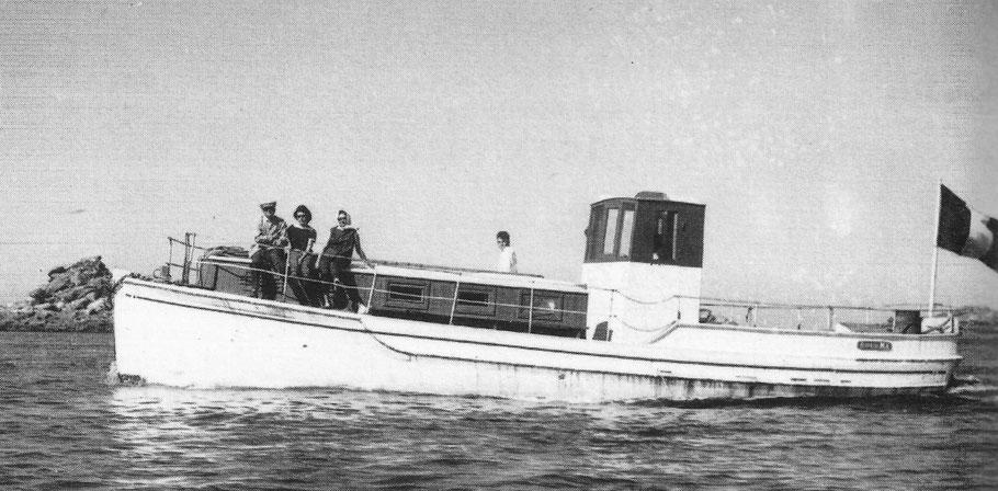 Le Rêve II dans le chenal de l'île de Batz,  elle a comme tous les bateaux iliens le crochet de corps-mort sur l'étrave