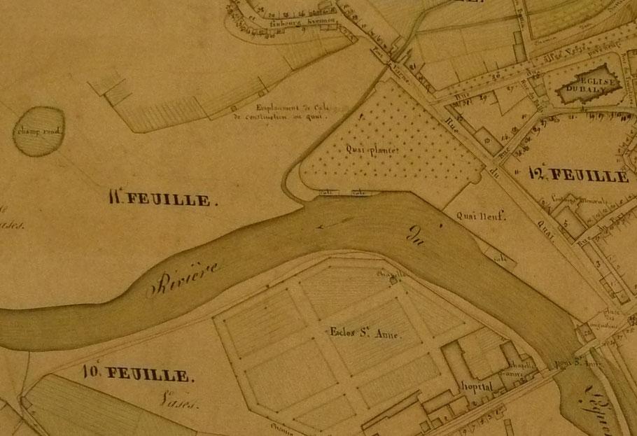 Détail du « Plan général d'alignement de la ville et des faubourgs de Lannion » 1815  (Archives municipales de Lannion) au niveau de l'actuel pont de Viarmes il y a à pleine mer une petite île toute ronde appelée le Champ rond