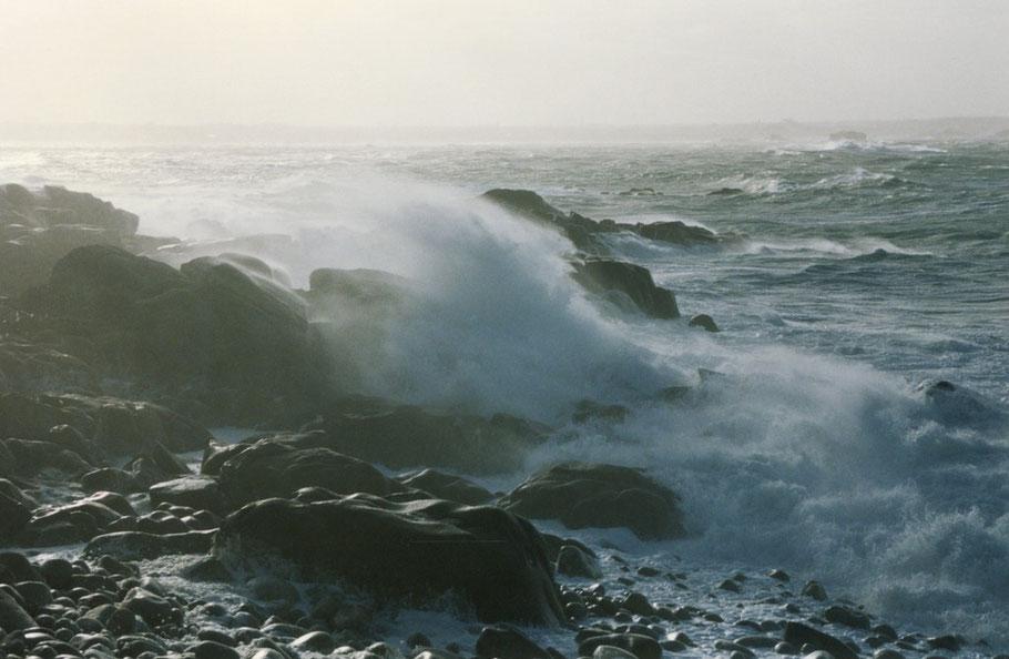 Tempête de suroit du 02 au 04 janvier 1998, sur la côte ouest de l'île de Batz, photo Marie-Laure Decosse