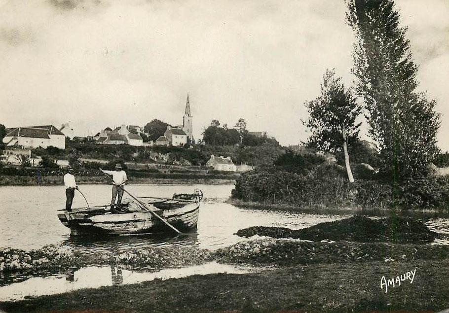 Le port de Langoat et  sur la rive d'en face la Roche Derrien, seul quelques canots sabliers et goémoniers remontent jusqu'à ces cales de déchargement