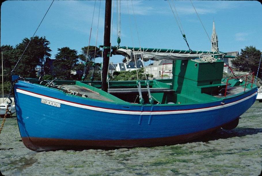 Le Pirate bateau de passage et de transport de l'île de Batz de 11.48tx construit en 1956 à Carantec photographié vers 1980, amoureusement entretenu par son propriétaire  (photo Jean-Pierre Decosse)