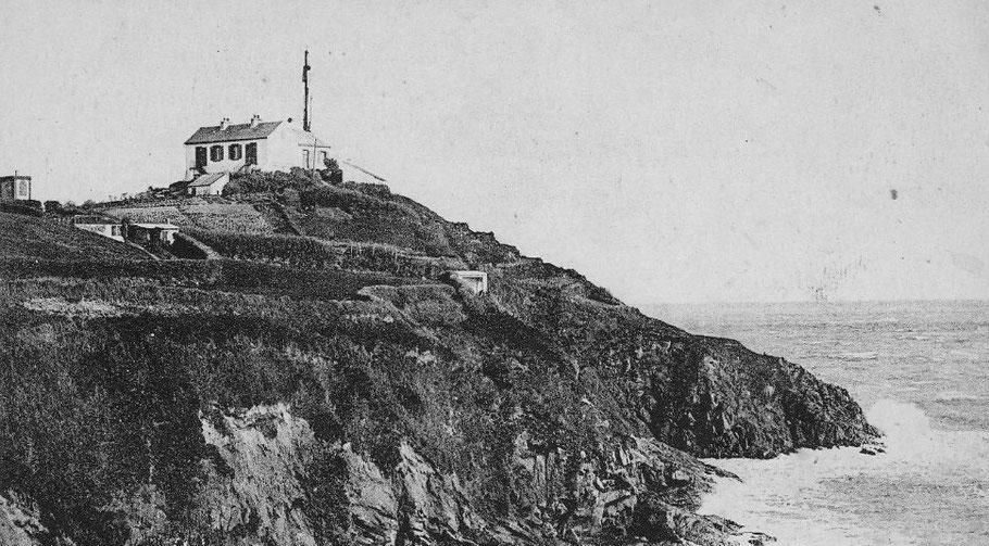 Le sémaphore de st Quay est sur le haut d'une pointe et domine bien la mer