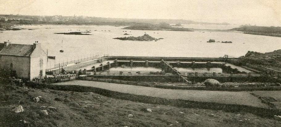 Les viviers d'Argenton en Landunvez, ont été créés par M Marzin en 1881 sur le site de l'île Dolvez ils étaient alimentés en crustacés par les pêcheurs locaux, ceux de Molène et ceux du Conquet