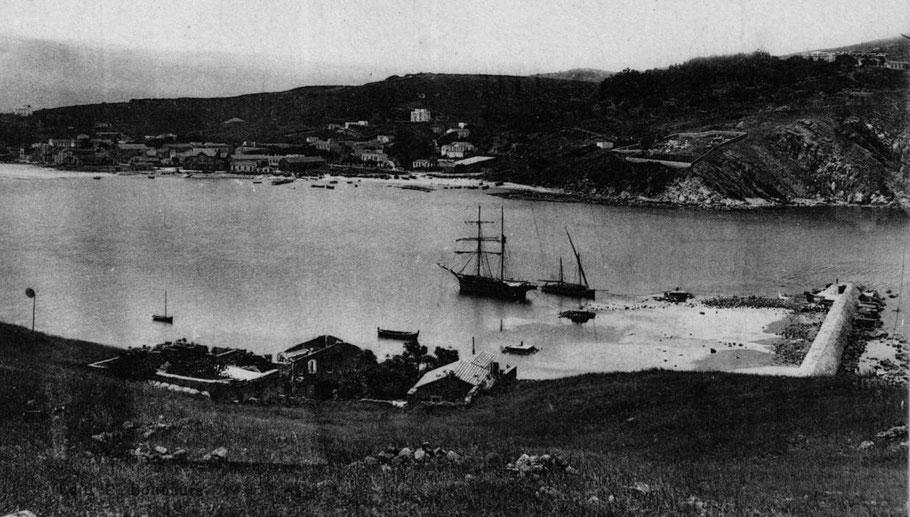 Le mouillage de Tabarca était entre l'île et le continent, ce mouillage était fréquenté par les voiliers de cabotage, ici un brick goélette gréement courant en Méditerranée