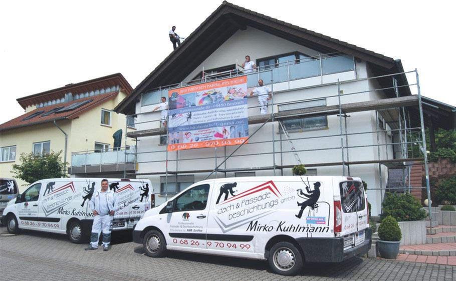 Maler Mirko Kuhlmann, Dach & Fassade Beschichtungs GmbH und Mitarbeiter bei der Arbeit