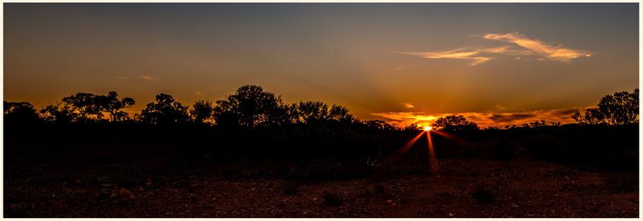 Australien, Australia, Reisebericht Australien, Reisebericht Queensland, Queensland, Outback, Eromanga, Strasse nach Windorah, Raymond Road, Outback Sunset, Australian Sunset, Australischer Sonnenuntergang, Outback Camping