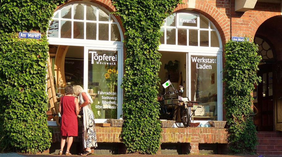 Töpferei WöckworX Fahrrad Vasen Schaufenster Hitzacker Besucher Sommer windowshopping