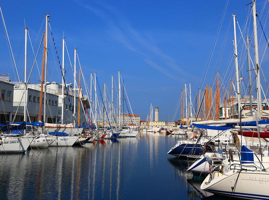 Boote im Hafen von Triest