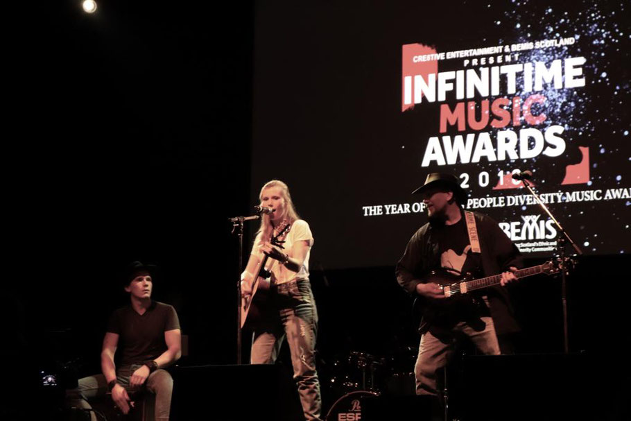 zoee, king tuts, infinitime music awards, glasgow, london, unsigned, singer, songwriter, live music, country music, country to country, zoee official, zoee and the band