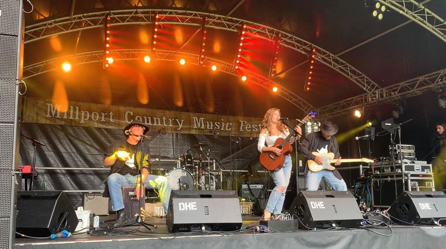 Zoee, Zoee and the band, Zoey, singer, songwriter, country music, uk country