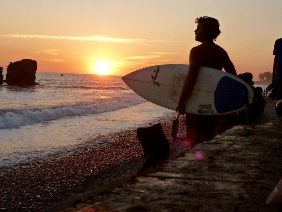 Unknown surfer, El Tunco sunset