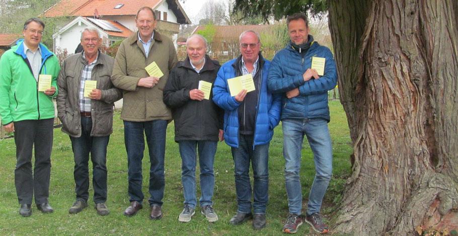 v.l.: Harry Johlke, Lutz Nieland, Albert Vosseler, Reinhold Heinemann (Dozent), Günther Aehlig, Sebastian Kleffner und eine knorrige Zeder