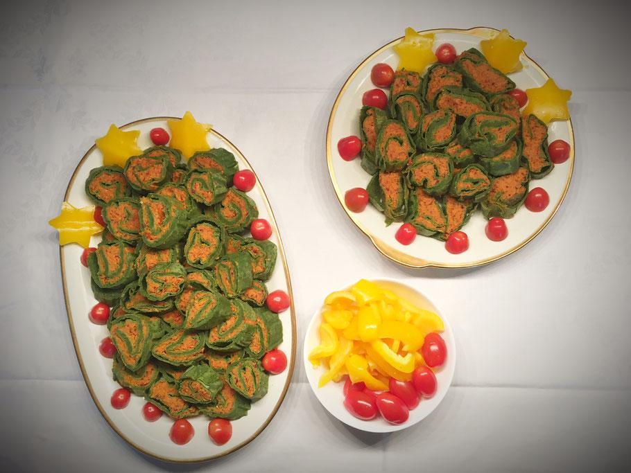 vegane Pfannkuchenrollen mit Spinat und einer Füllung aus Kidneybohnen Karotten und Tomaten