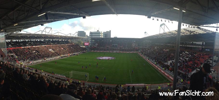 Unser Blick aus Block N5 im Millerntor-Stadion in Hamburg St. Pauli.
