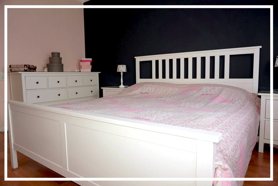perfekte Raumgestaltung dunkle wandfarben im schlafzimmer schwarz mit rosa