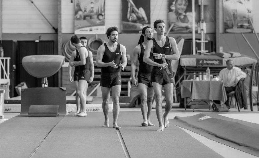 L'équipe à l'échauffement au saut, Steven, Mathias et Sébastien (au premier plan)