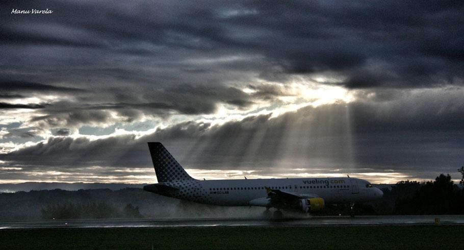 A320 Vueling en toma con pista mojada 21 LCG/LECO
