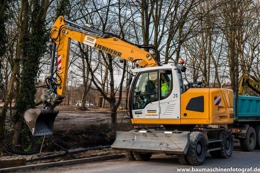 Ein zweiter LIEBHERR A918 Compact ist zur Verlegung der Fernwärmeleitung in Marl Drewer hinzu gekommen